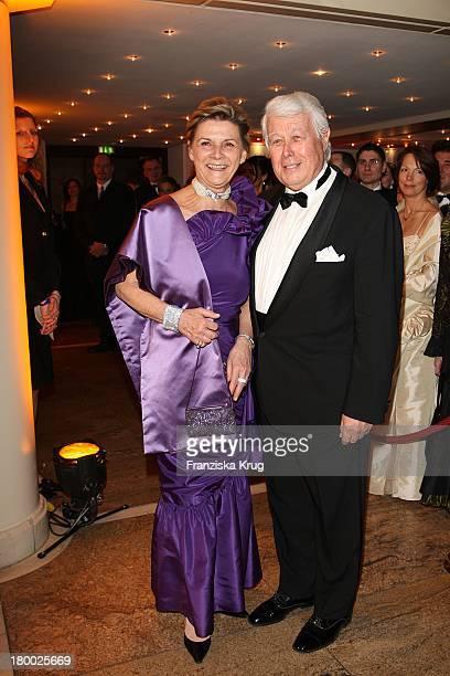 Peter Weck Mit Seiner Ehefrau Ingrid Beim Deutschen Opernball In Der Alten Oper In Frankfurt Am Main