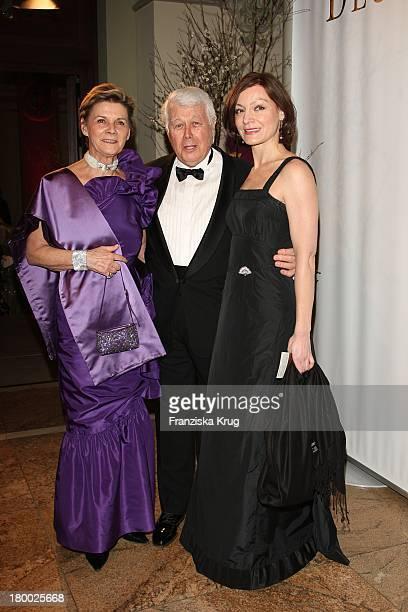 Peter Weck Mit Seiner Ehefrau Ingrid Und Marion Mitterhammer Beim Deutschen Opernball In Der Alten Oper In Frankfurt Am Main