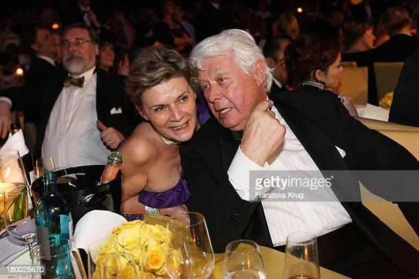 Peter Weck Und Ehefrau Ingrid Muttone Beim Deutschen Opernball In Der Alten Oper In Frankfurt Am Main