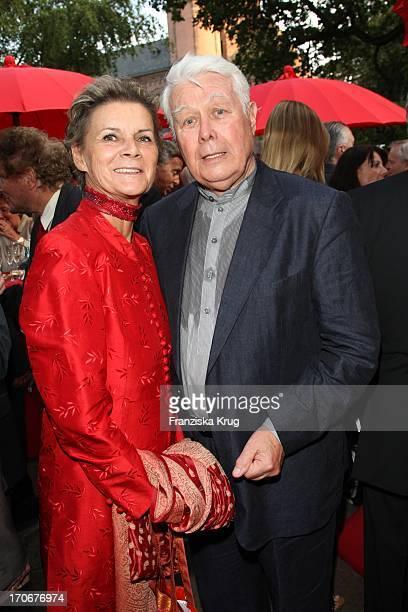 Peter Weck Und Frau Ingrid Muttone Vor Der Premiere Der Nibelungenfestspiele In Worms