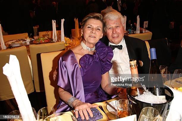 Peter Weck Und Seine Ehefrau Ingrid Beim Deutschen Opernball In Der Alten Oper In Frankfurt Am Main