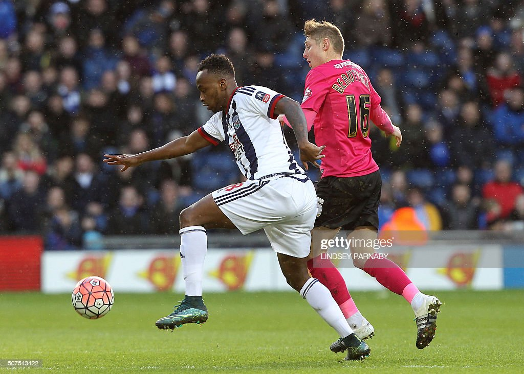 Peterborough United's English midfielder Harry Beautyman (R) challenges West Bromwich Albion's Burundian-born English striker Saido Berahino during the English FA Cup fourth round football match between West Bromwich Albion and Peterborough United at The Hawthorns stadium in West Bromwich, central England, on January 30, 2016. / AFP / LINDSEY PARNABY / RESTRICTED TO EDITORIAL USE. No use with unauthorized audio, video, data, fixture lists, club/league logos or 'live' services. Online in-match use limited to 75 images, no video emulation. No use in betting, games or single club/league/player publications. /