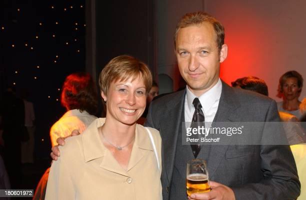 """Peter-Heinrich Brix, Ehefrau Angelika, ARD-Gala """"Alles Liebe, Evelyn"""", Gala zum 60. Geburtstag von E v e l y n H a m a n n, Hamburg, Fotodatum: ,..."""