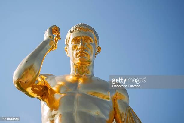 Peterhof 宮殿、金色の像の噴水