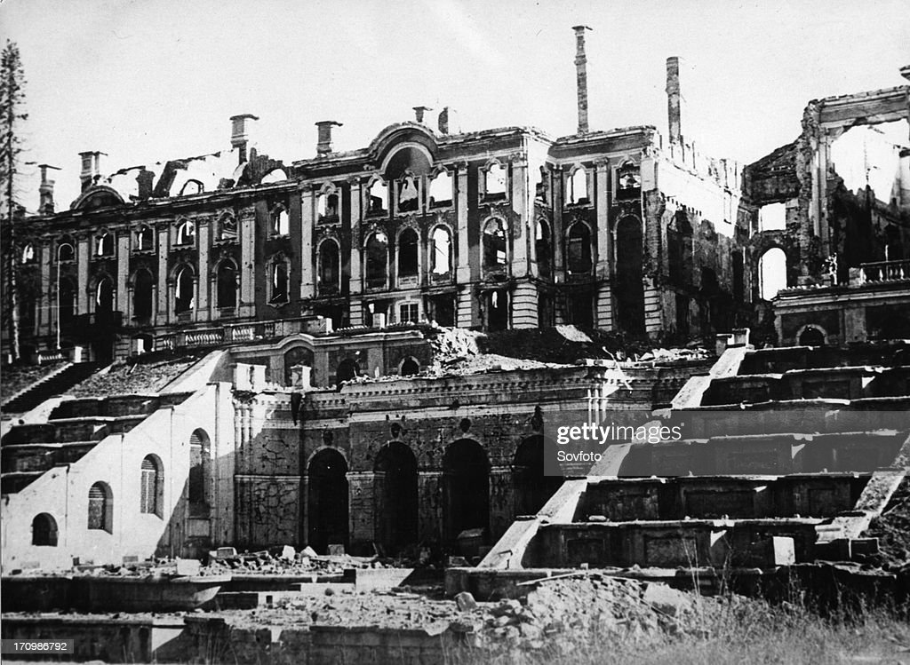 Peterhof palace (petrovorets), leningrad region, ussr, destroyed by the retreating german army, world war 2. : ニュース写真