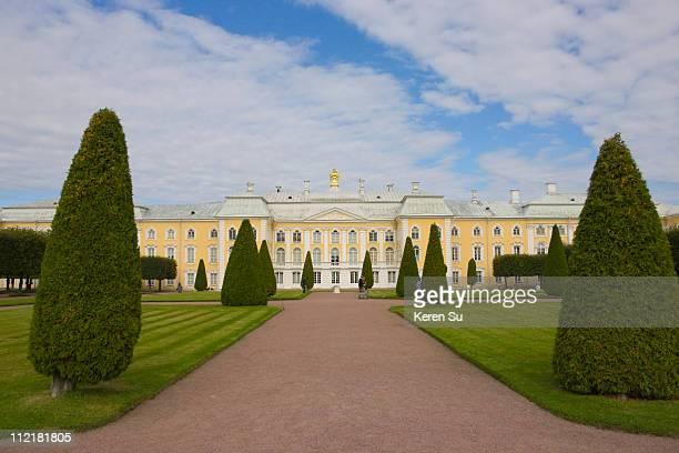 peterhof petrodvorest palace - groot paleis peterhof stockfoto's en -beelden