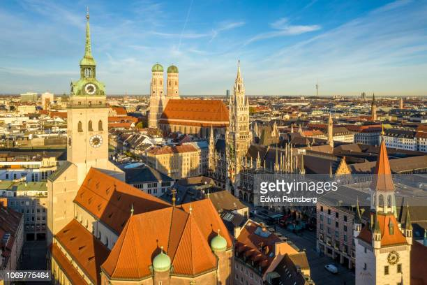 peterskirche and rathaus - marienplatz stock pictures, royalty-free photos & images