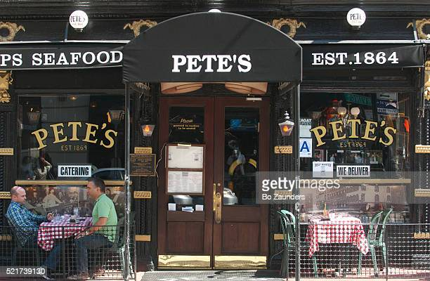 pete's tavern, new york city - bo zaunders stock pictures, royalty-free photos & images