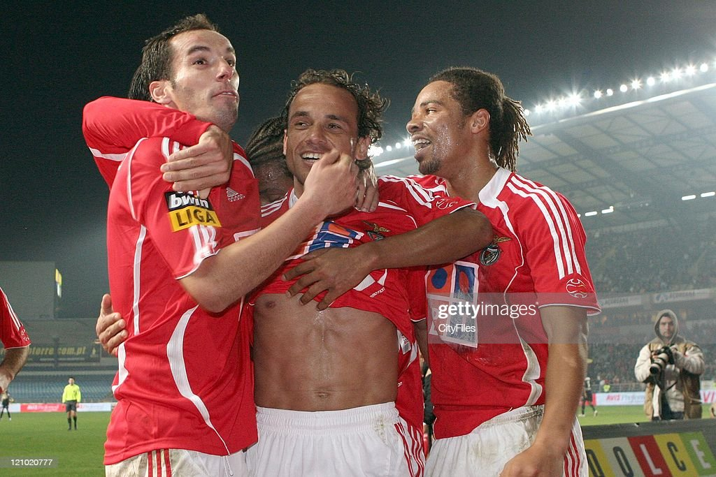 Petit (L), Leo (C) and Manu (R) during the Portuguese Bwin League match between Academica de Coimbra and Benfica, January 15, 2007.