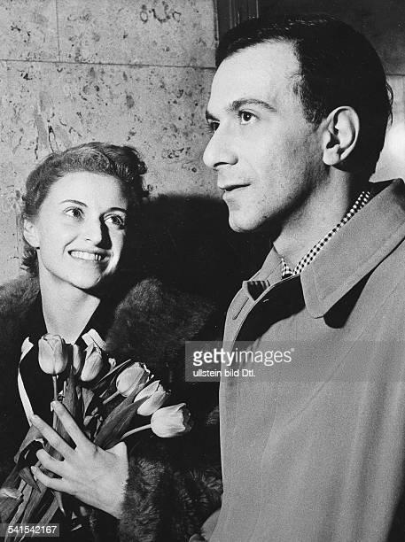 Petit, Roland *-Taenzer, Choreograph, F- mit der Primaballerina Violette Verdy- 1956