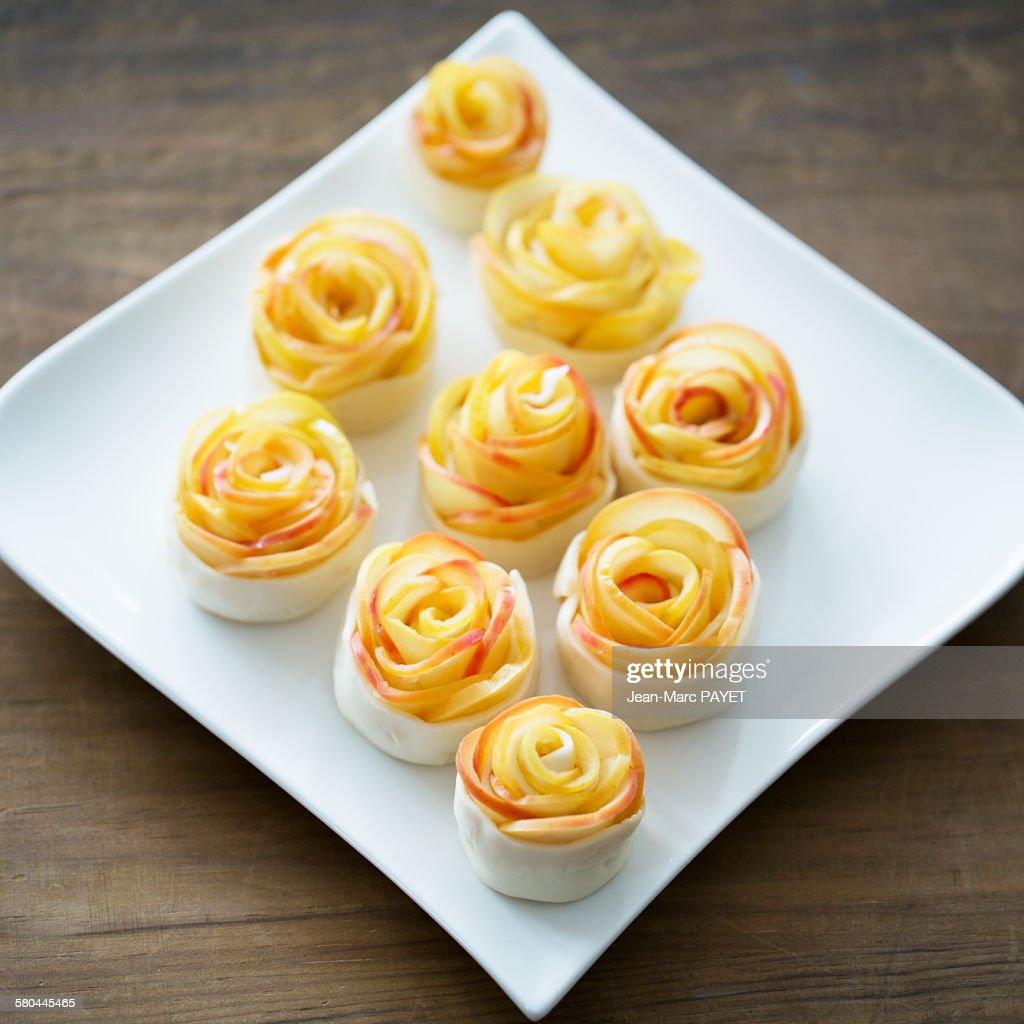 Petits fours home made, mini apple pies, raw food : Photo