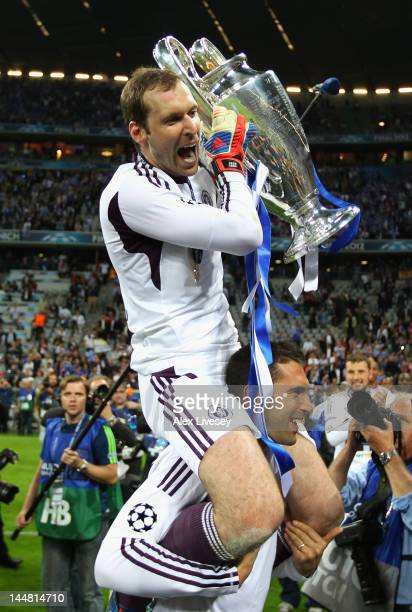 Petr Cech celebrates with the trophy after their victory in the UEFA Champions League Final between FC Bayern Muenchen and Chelsea at the Fussball...
