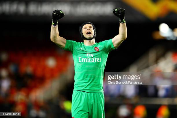 Petr Cech of Arsenal celebrates after the UEFA Europa League Semi Final Second Leg match between Valencia and Arsenal at Estadio Mestalla on May 09...