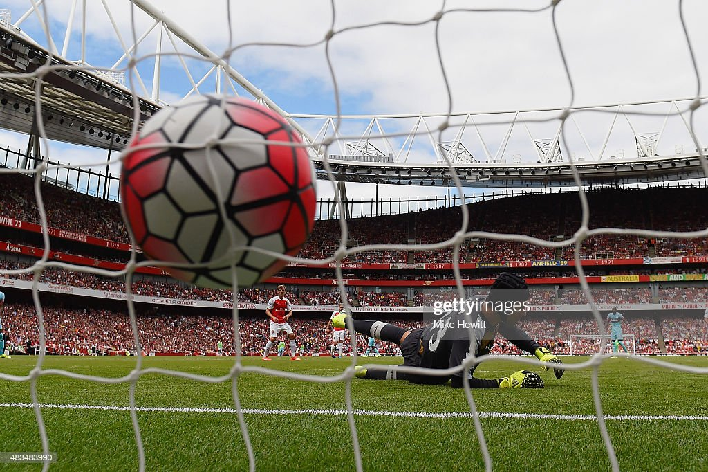 Petr Cech of Arsenal fails to stop Mauro Zarate of West Ham United (not pictured) scoring their second goal during the Barclays Premier League match between Arsenal and West Ham United at the Emirates Stadium on August 9, 2015 in London, England.