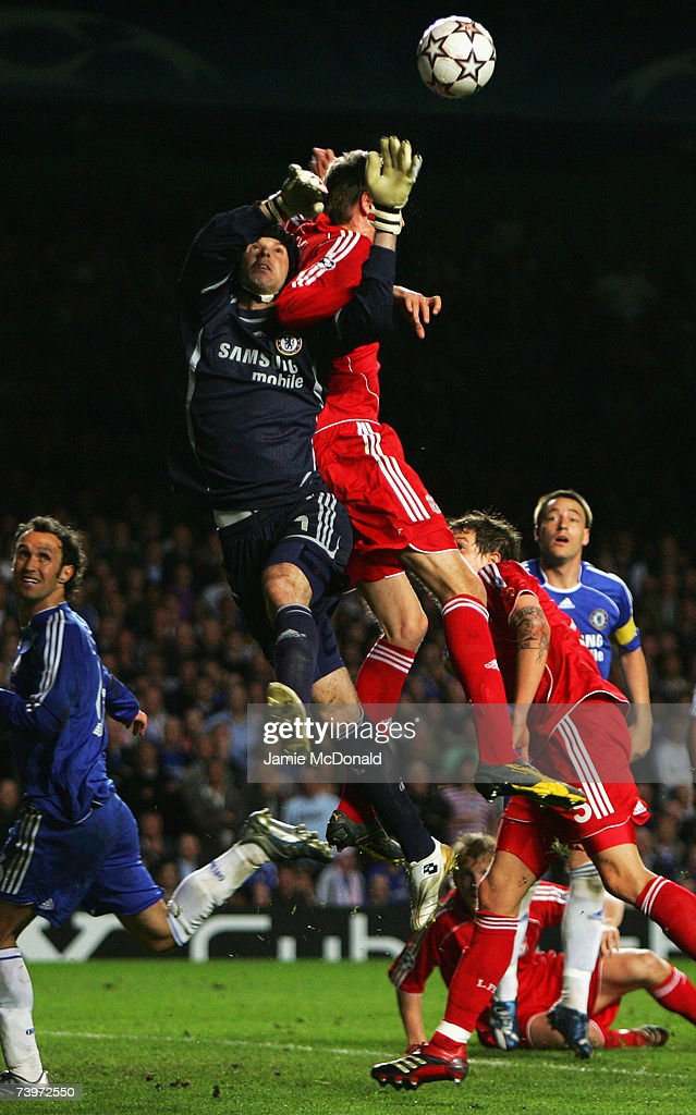 Petr Cech of Chelsea is challenged by Peter Crouch of Liverpool during the UEFA Champions League semi final, first leg match between Chelsea and Liverpool at Stamford Bridge on April 25, 2007 in London, England.