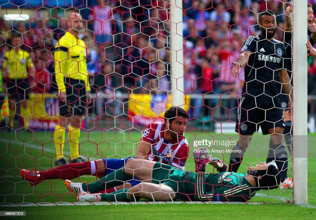 Petr Cech of Chelsea lies injured after clashed with Raul Garcia of Club Atletico de Madrid during the UEFA Champions League Semi Final first leg match between Club Atletico de Madrid and Chelsea at Vicente Calderon Stadium on April 22, 2014 in Madrid, Spain.