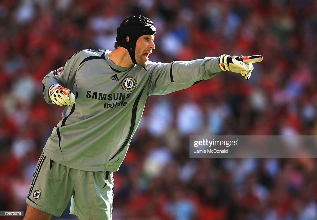 Petr Cech of Chelsea organises his defence during the FA Community Shield match between Chelsea and Manchester United at Wembley Stadium on August 5, 2007 in London,England.
