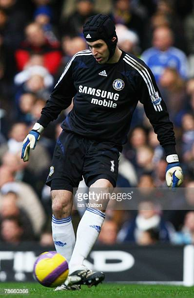 Petr Cech of Chelsea plays the ball during the Barclays Premier League match between Chelsea and Aston Villa at Stamford Bridge on December 26 2007...