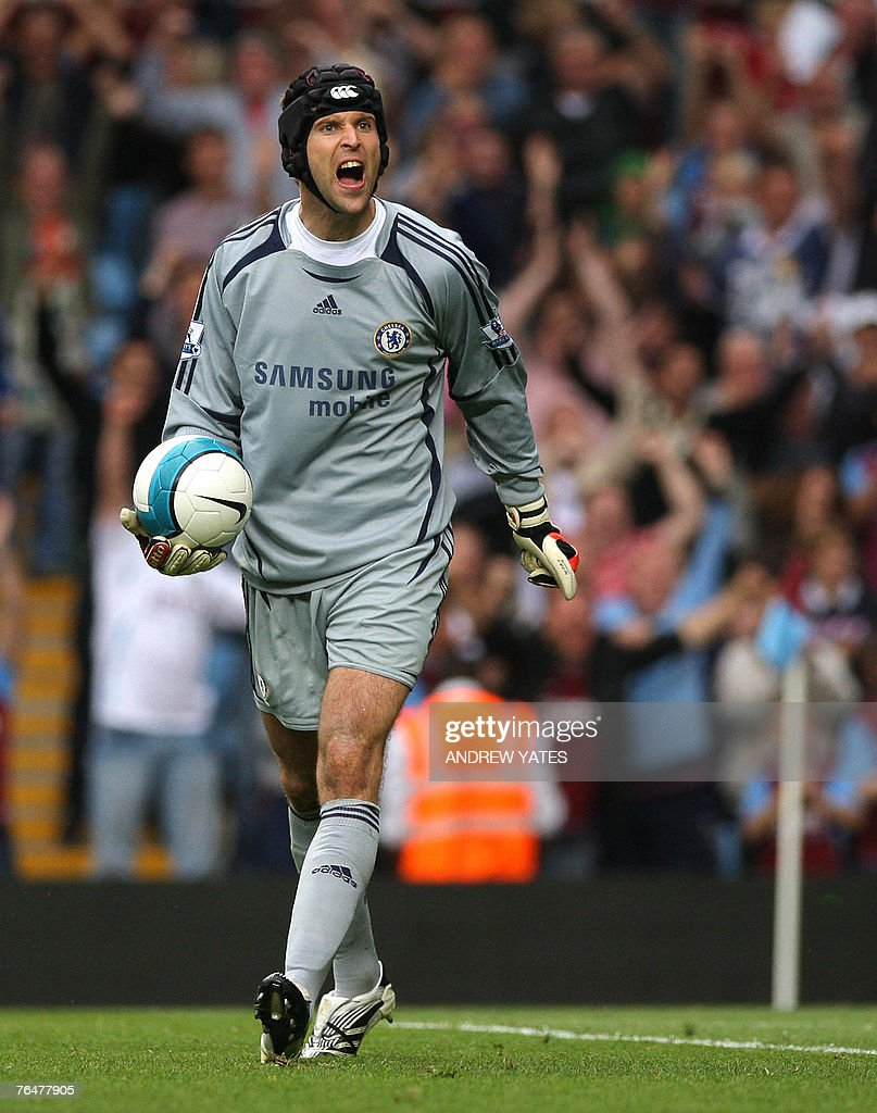 Petr Cech of Chelsea reacts after the second Aston Villa goal during the Premier league football match at Villa Park, Birmingham , England, 2 September 2007. AFP PHOTO/ANDREW YATES Mobile and website use of domestic English football pictures are subject to obtaining a Photographic End User Licence from Football DataCo Ltd Tel : +44 (0) 207 864 9121 or e-mail accreditations@football-dataco.com - applies to Premier and Football League matches.