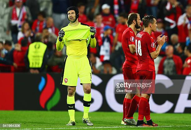Petr Cech of Czech Republic shows his despair at the final whistle after the UEFA EURO 2016 Group D match between Czech Republic and Turkey at Stade...