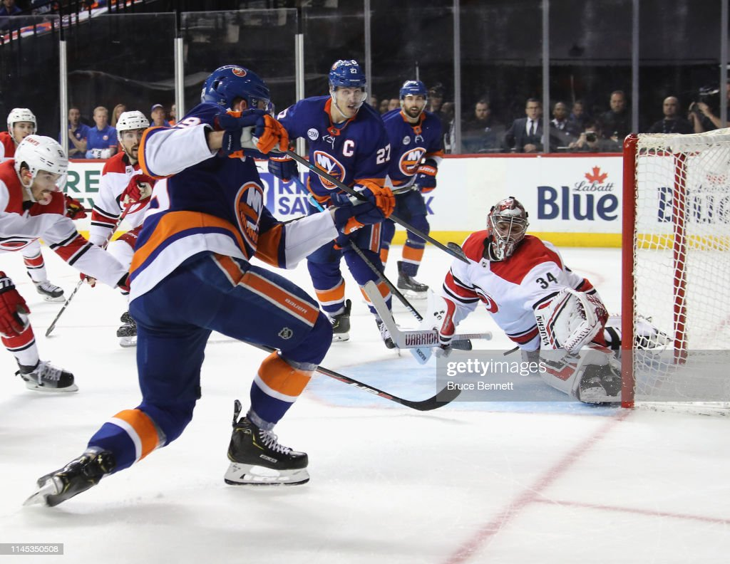 Carolina Hurricanes v New York Islanders - Game One : News Photo