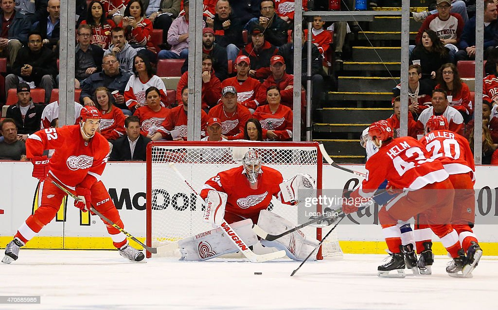 Tampa Bay Lightning v Detroit Red Wings - Game Three : News Photo