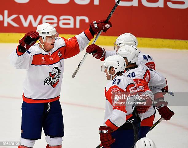 Petr Sykora of Dynamo Pardubice scores during the Champions Hockey League match between Frolunda Gothenburg and Dynamo Pardubice on August 27 2016 in...