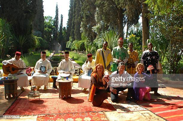 Petra Berndt TVEhemann Hendrik Duryn TVSchwester Carin C Tietze dahinter marokkanische Musiker ZDFReihe Kreuzfahrt ins Glück Folge Nr 9 Marokko Villa...