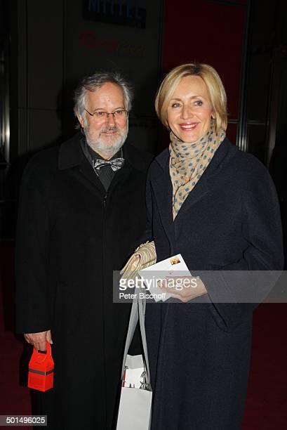 Petra Gerster mit Ehemann Christian Nürnberger 48 Verleihung Goldene Kamera von Hör Zu Axel SpringerHaus Berlin Deutschland Europa Roter Teppich...