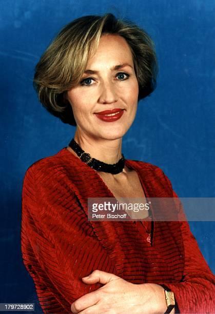 25 Januar 1955 Sternzeichen Wassermann Kette Halskette Uhr Schmuck TVModeratorin Journalistin Promis Prominenter Prominente