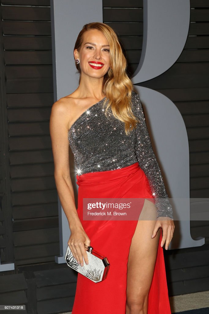 Petra Nemcova attends the 2018 Vanity Fair Oscar Party hosted by Radhika Jones at Wallis Annenberg Center for the Performing Arts on March 4, 2018 in Beverly Hills, California.