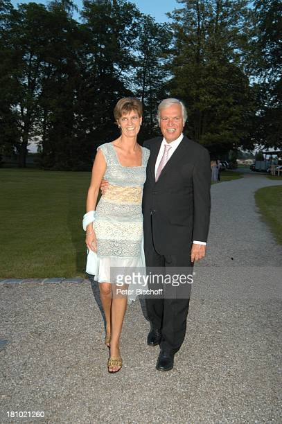 Petra PlappererLüthgart Frank Woessner Sommerfest auf Schloss Tüssling 2452003 Park Abendkleid