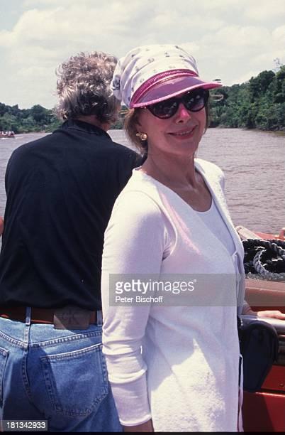 Petra Schürmann Tochter Alexandra MS Europa AtlantikKreuzfahrt Bootsausflug Rio Cajari Fluss Boot Sonnenbrille Moderatorin Showmasterin