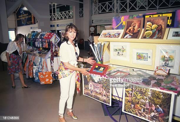 Petra Schürrmann Tochter Alexandra Beim SouvenirKauf Barbados Karibik Brasilien Südamerika Schiff Kreuzfahrtschiff Wasser Meer Brille Sonnenbrille...