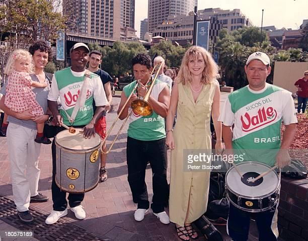 Petra Vieten Ehemann Wolfgang TochterAnnika Ausflug Australien SydneyKleid Mann Kind Familie SonnenscheinFreizeit SambaKapelle TrommelnPosaune Musiker