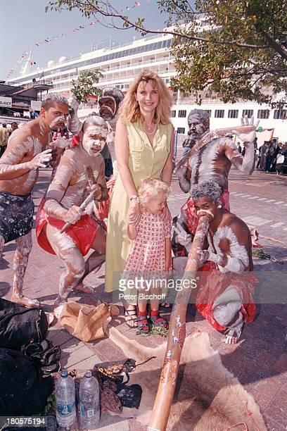Petra Vieten Tochter Annika AboriginesAusflug Australien Sydney Kleid KindHafen Harbour Promenade SonnenscheinFreizeit Kreuzfahrtschiff SchiffMusiker...