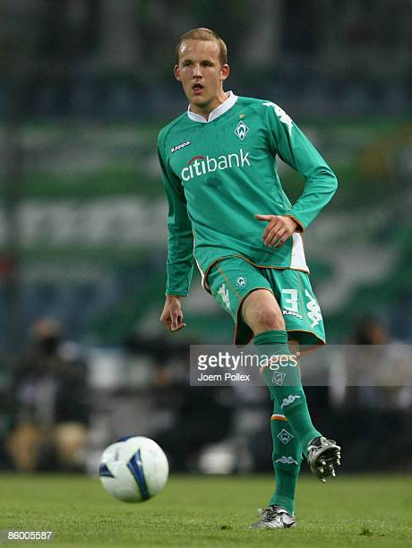 Petri Pasanen of Bremen controls the ball during the UEFA Cup quarter final second leg match between Udinese Calcio and SV Werder Bremen at Stadio...