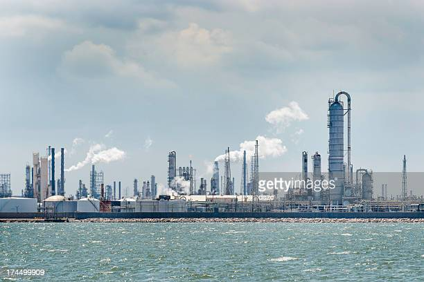 petro chemical oil processing refinery plant, texas city industrial skyline - gas refinery stock photos and pictures