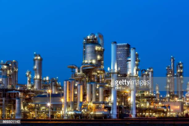 petrochemical plant at twilight - refinery stock pictures, royalty-free photos & images