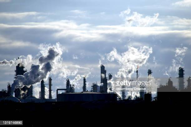 petrochemical plant in texas - gulf coast states stock pictures, royalty-free photos & images