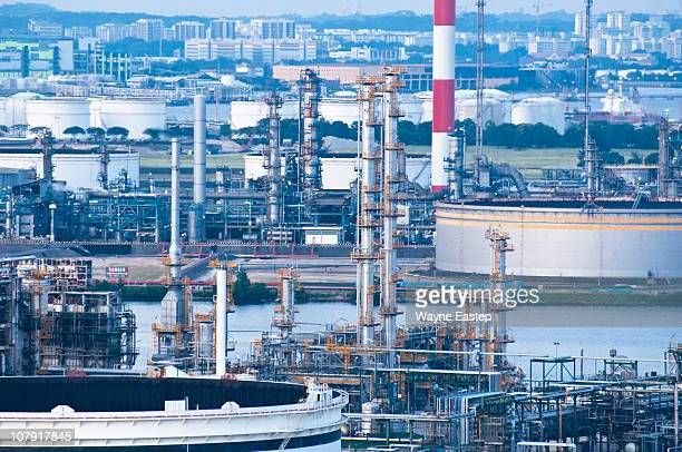 petrochemical refinery - 工場地帯 ストックフォトと画像