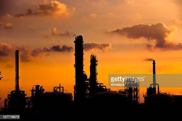 Petrochemical skyline bei Sonnenuntergang