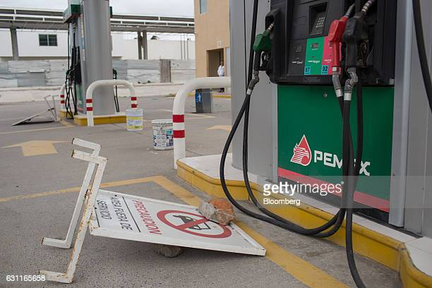 A Petroleos Mexicanos gas station stands closed after looting in Veracruz City Mexico on Saturday Jan 7 2017 Mexico's National Association Of Retail...