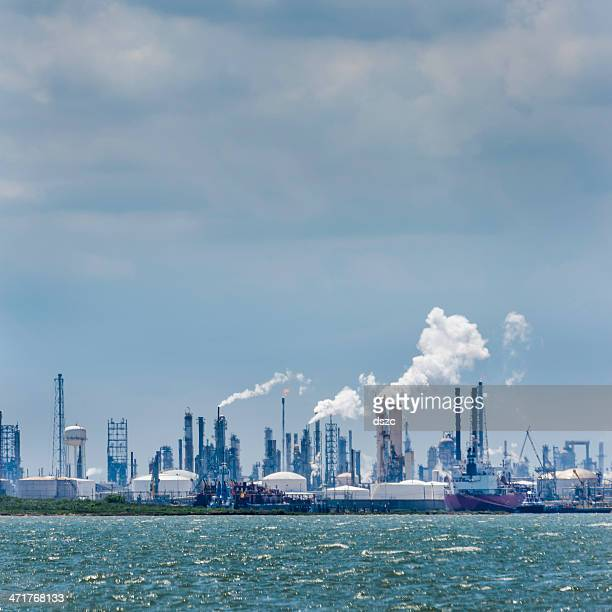petroleum chemical oil processing refinery plant, texas city industrial skyline - gas refinery stock photos and pictures