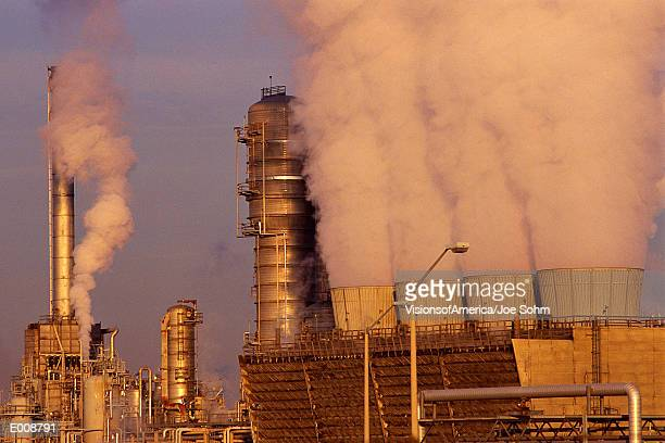 petroleum processing plant - サルニア ストックフォトと画像