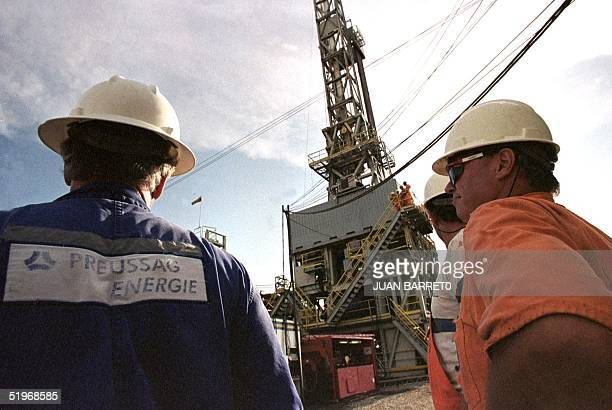 Petroleum workers inspectsa drill system in Maracaibo Venezuela about 800 miles west of Caracas 22 September 2000 Venezuelan petroleum workers...