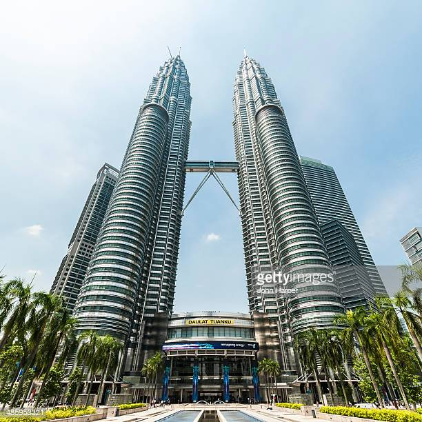 petronas towers, kuala lumpur, malaysia - petronas towers stock pictures, royalty-free photos & images