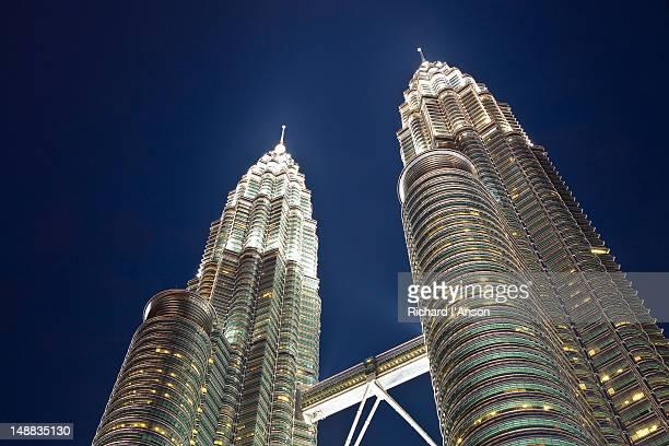 petronas towers. - torres petronas - fotografias e filmes do acervo