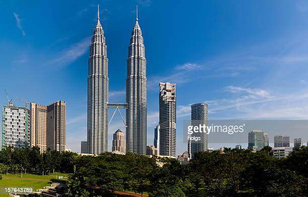 petronas twin towers, malásia - torres petronas - fotografias e filmes do acervo