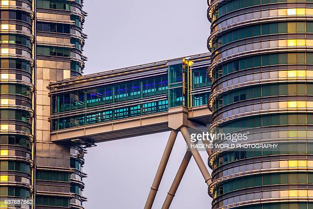 petronas twin towers skybridge - elevated walkway stock pictures, royalty-free photos & images